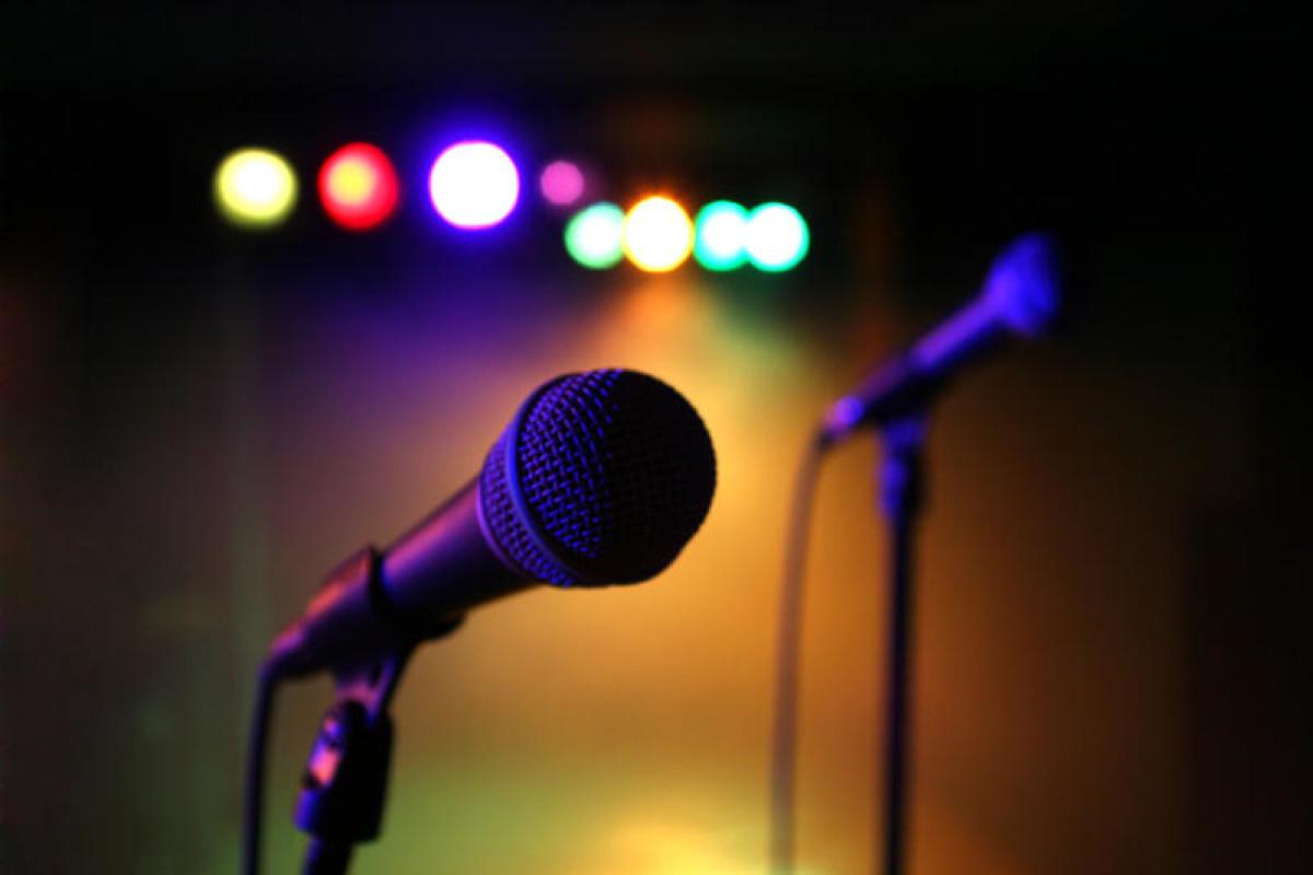 mics-on-stage